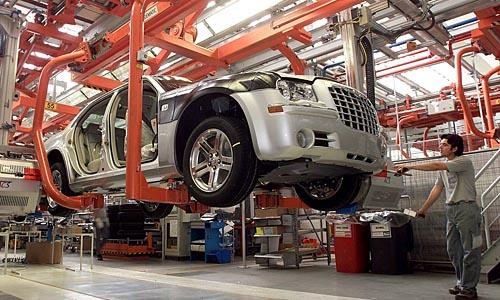 APAKMA07 - 10052007 - GRAZ - OESTERREICH: ZU APA TEXT WI - Autofertigungsproduktion im Magna Steyr-Werk in Graz .  Die Firma Magna, des Austro-Kanadiers Frank Stonach, gab am Donnestag, 10. Mai 2007 bekannt, dass sich der russische Milliardaer Oleg Deripaska beim internationalen Auto-Zulieferanten beteiligen wird. APA-FOTO: MAGNA